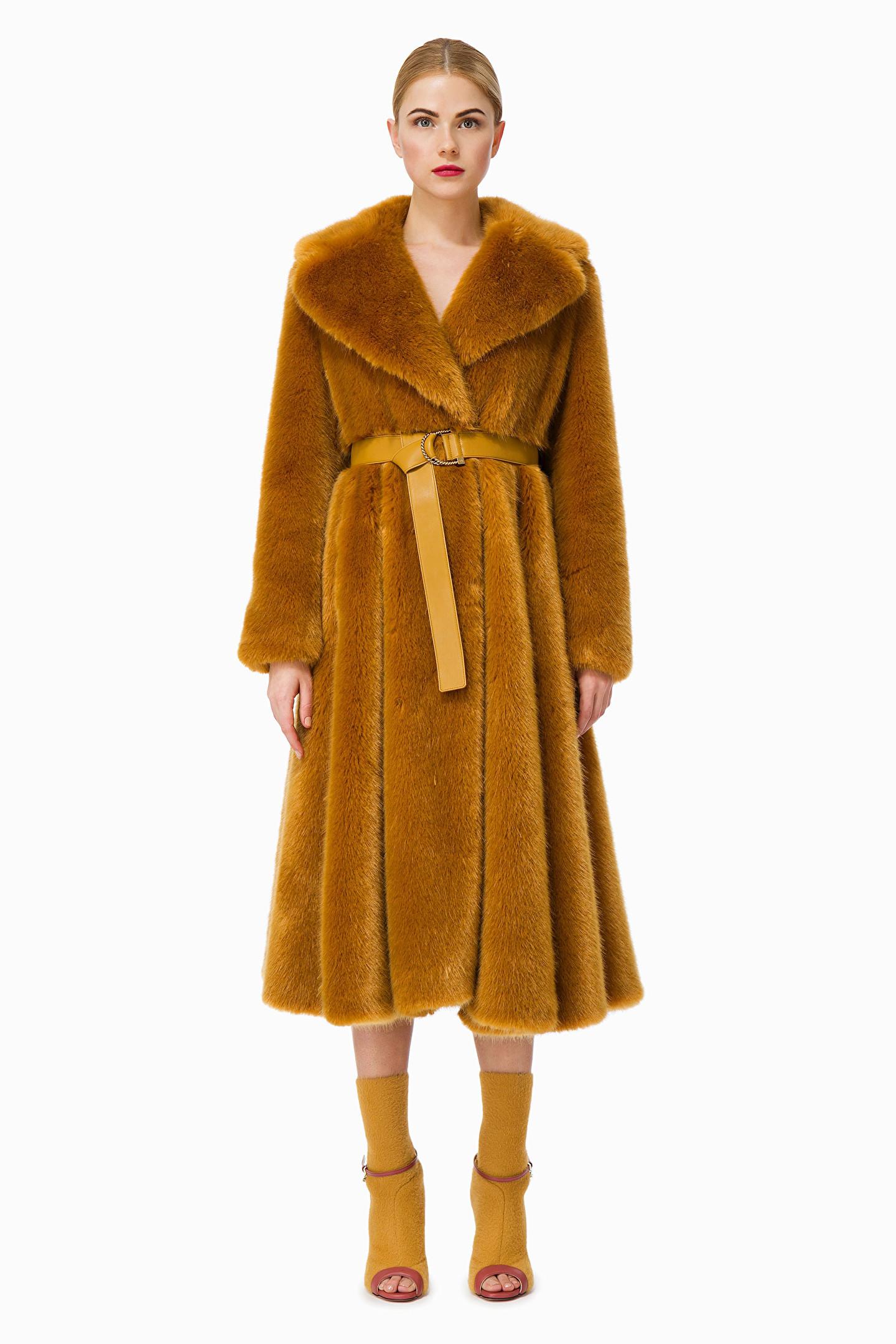 e78c032ab0 I cappotti di tendenza per l'inverno 2019: classico o originale ...