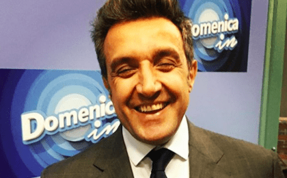 Flavio Insinna ricorda Fabrizio Frizzi e viene coperto di insulti