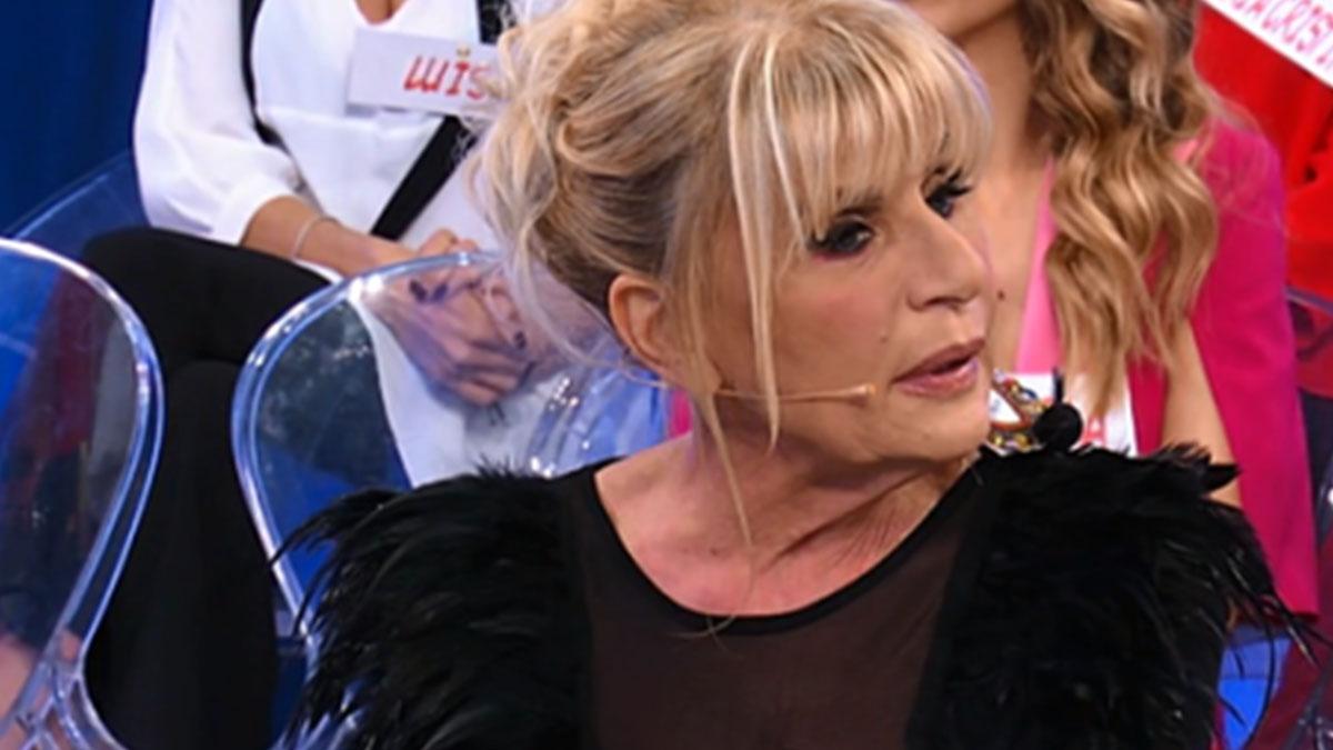 Gemma Galgani a Uomini e Donne con un abito succinto, gli insulti di Tina