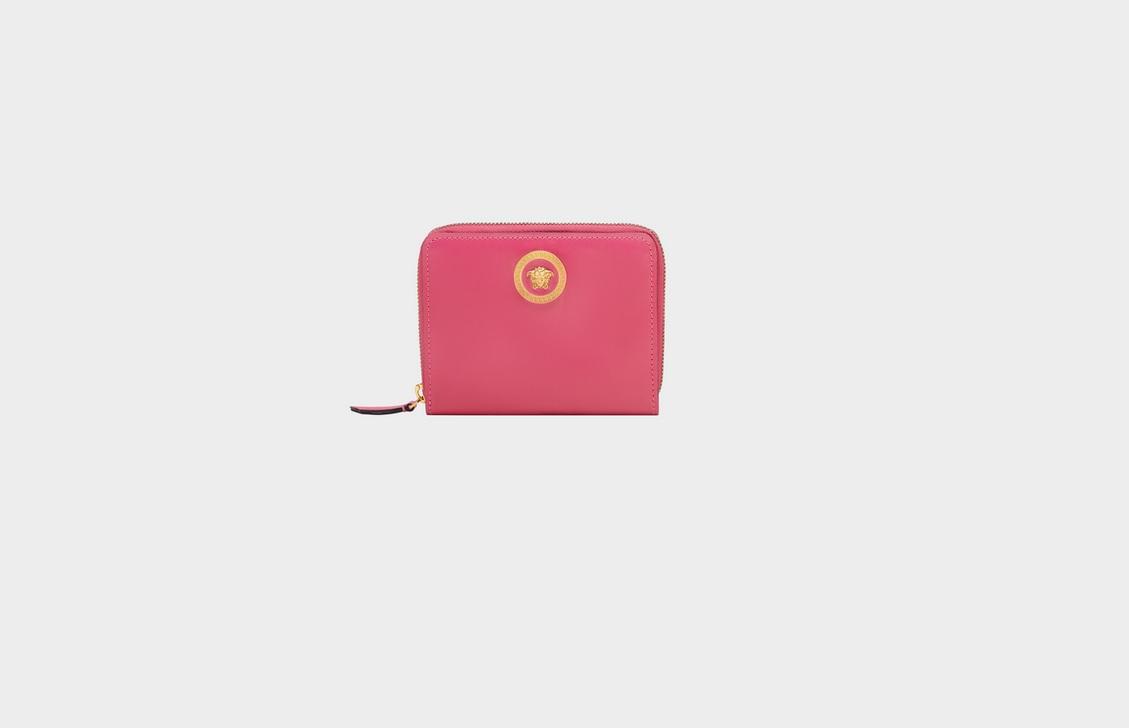 5c872e11c0 Portafoglio donna: nuove forme e colori per il 2019   Pourfemme