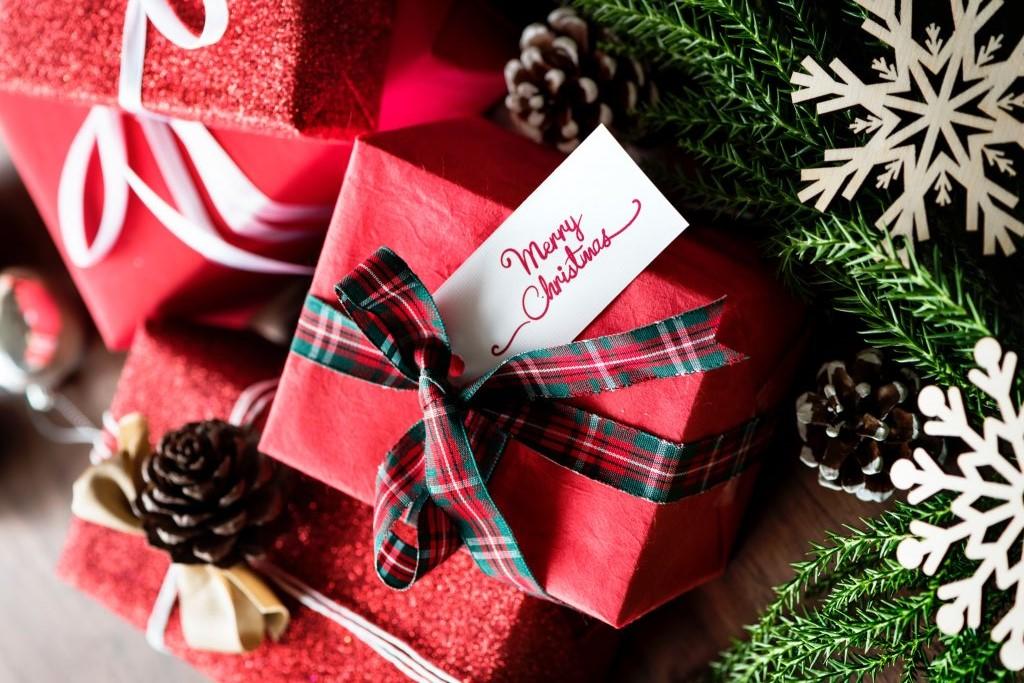 Regali economici per Natale, le proposte fashion per tutte le tasche