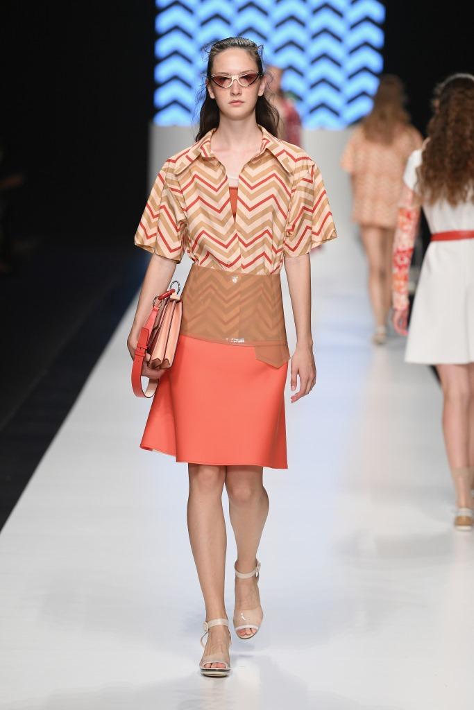 Look in sfumature di arancione Anteprima