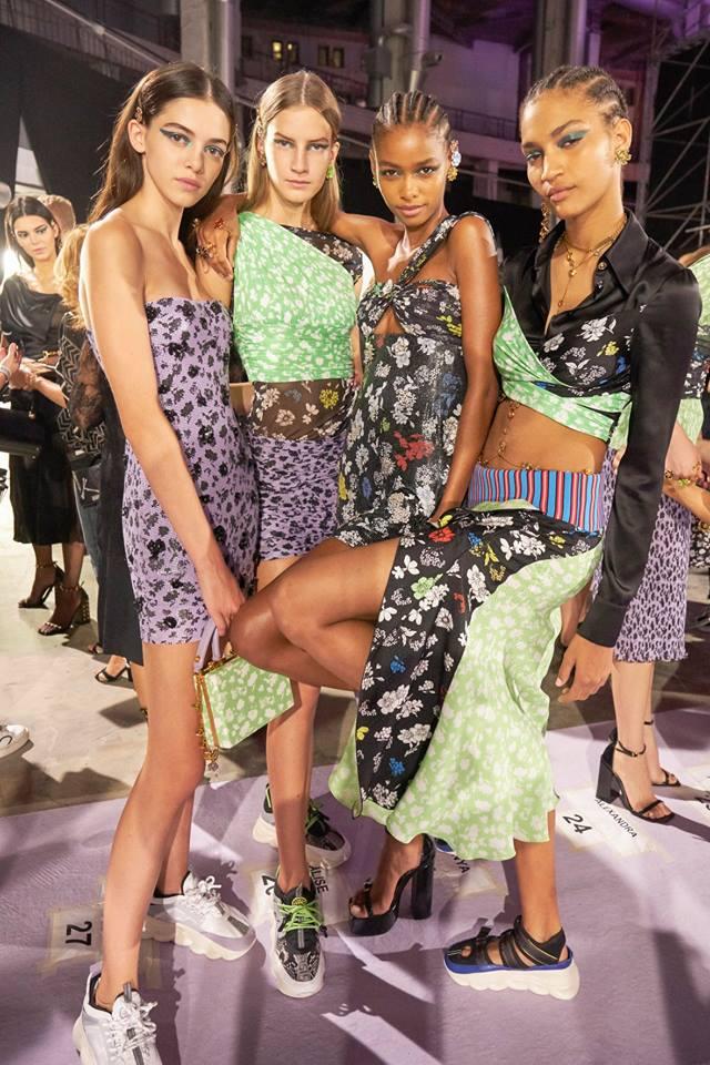 Abiti corti stampati Versace primavera 2019