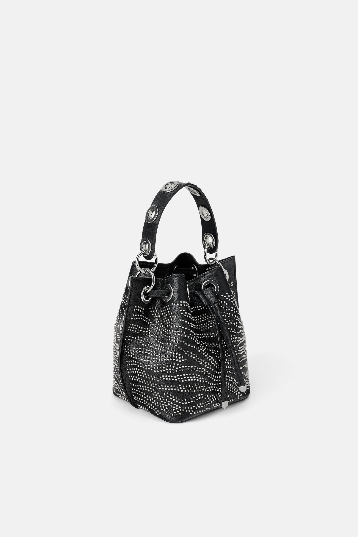Borsa a secchiello con borchie Zara a 39,95 euro