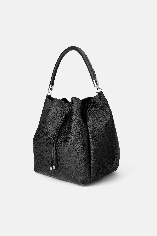 Borsa a secchiello nera Zara a 25,95 euro