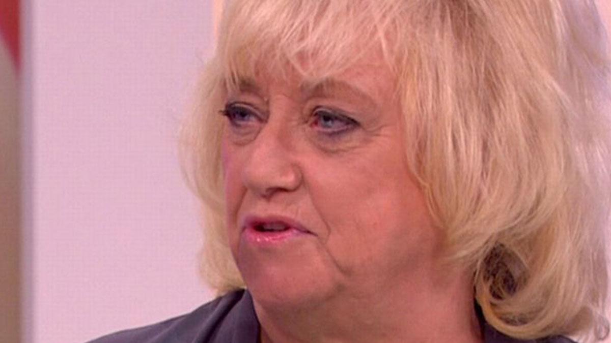 Rischia di morire dissanguata con l'ibuprofene: l'odissea dell'ex conduttrice Judy Finnigan