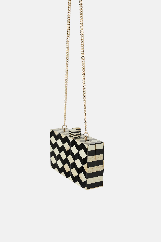 Pochette rigida bicolore Zara a 39,95 euro