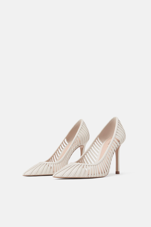 Scarpe avorio a punta con tacco Zara a 49,95 euro