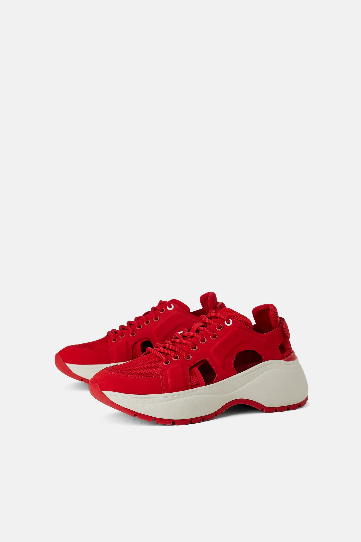 Sneakers Zara rosse con aperture a 55,95 euro