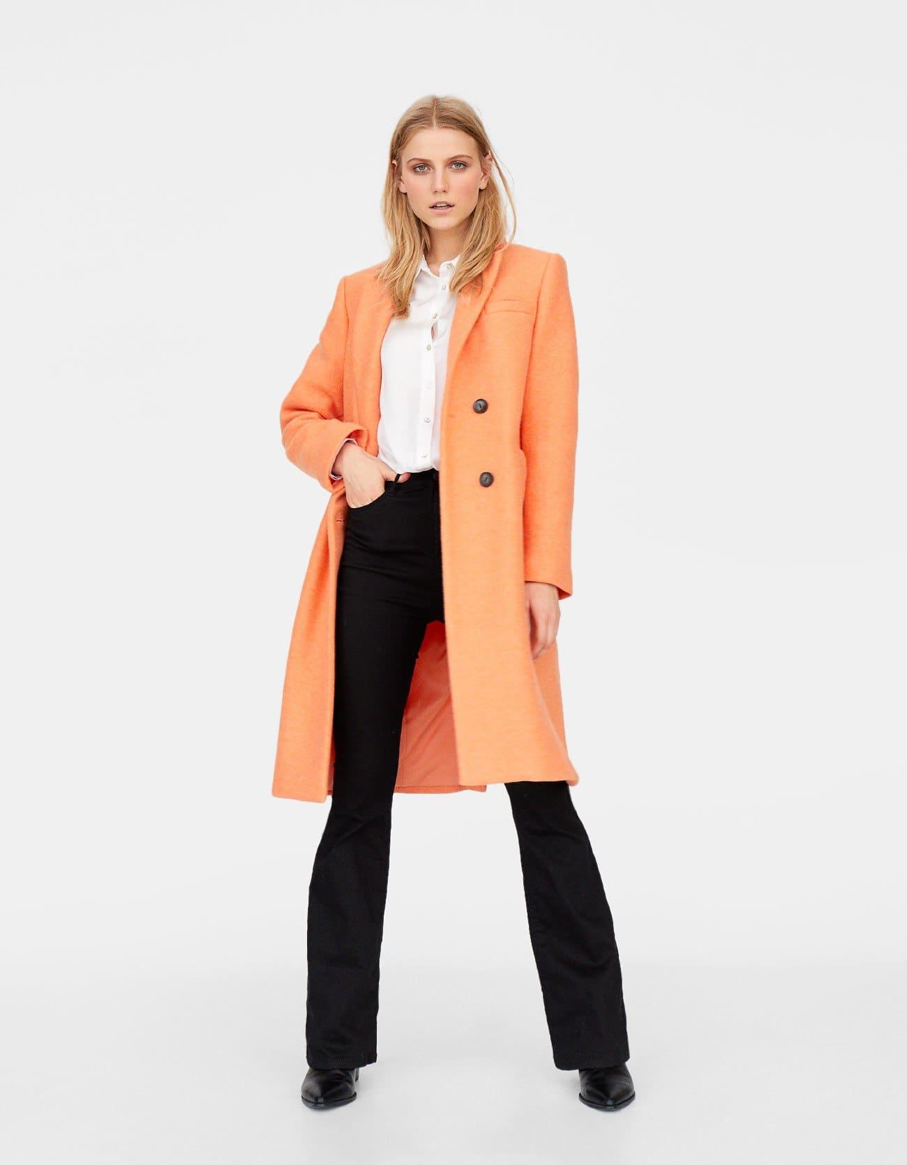 Cappotto lungo arancione sorbetto Stradivarius a 55,99 euro