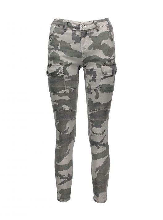 Jeans cargo camouflage Piazza Italia a 19,95 euro