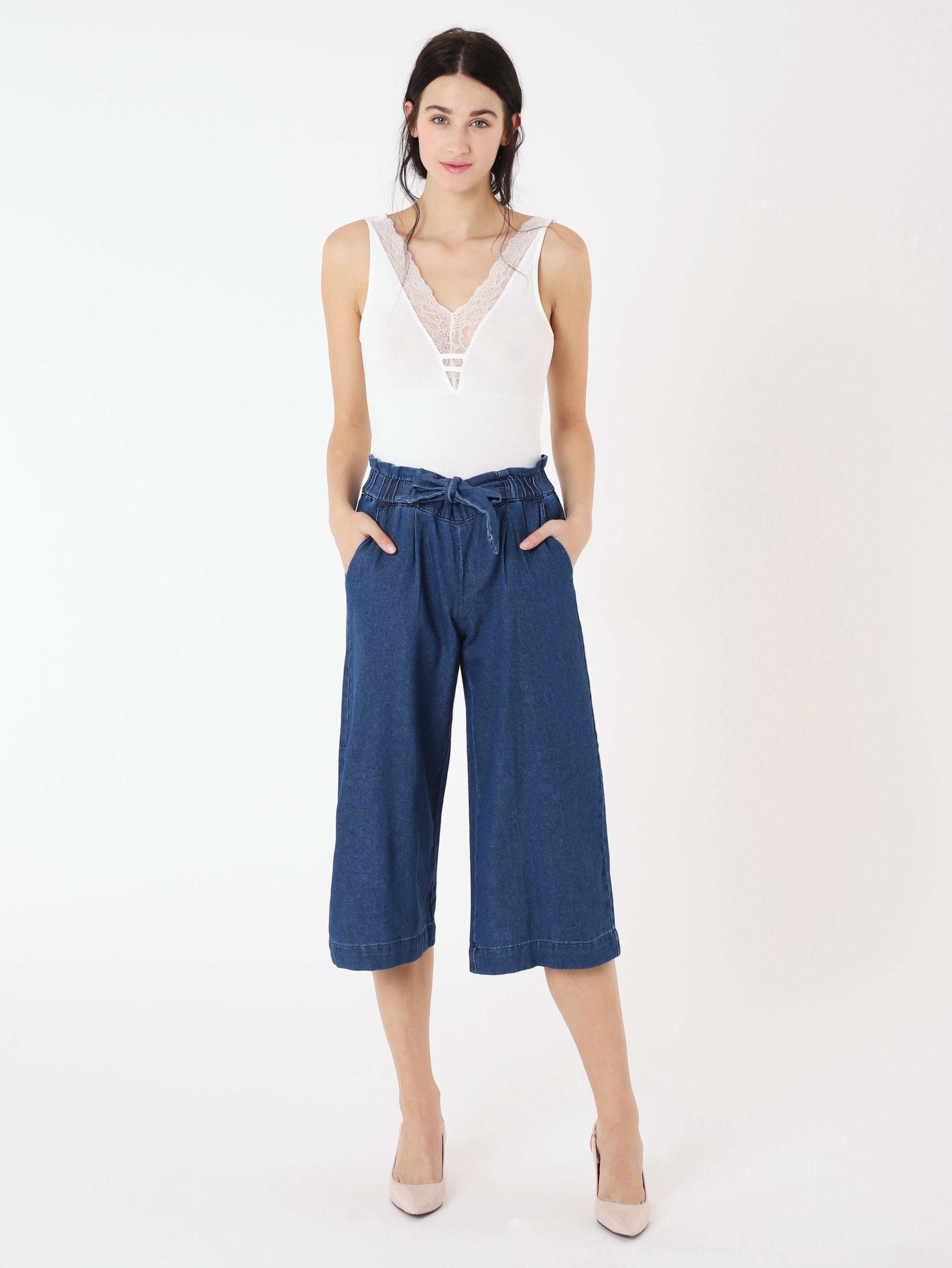 Jeans larghi paper bag Terranova a 29,99 euro