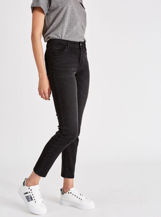 Jeans neri a vita alta a 14,95 euro