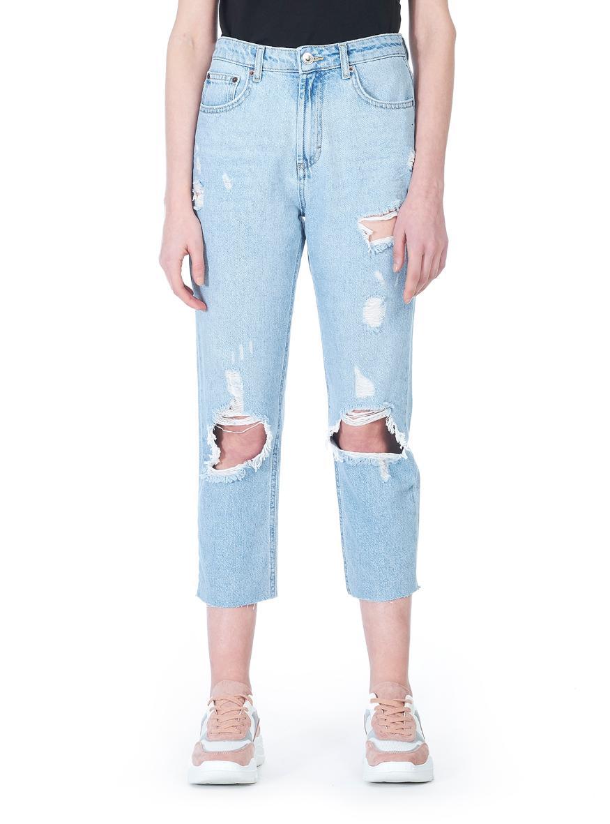 Mom jeans strappati a 25,95 euro