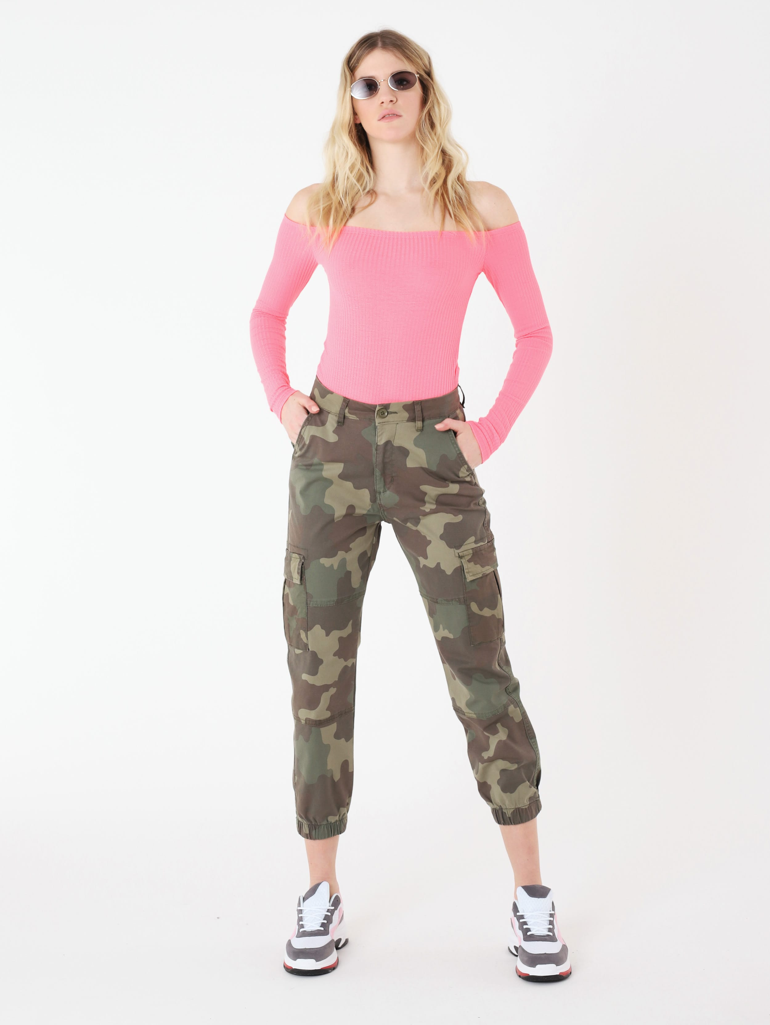 Pantaloni cargo mimetici Terranova a 25,99 euro