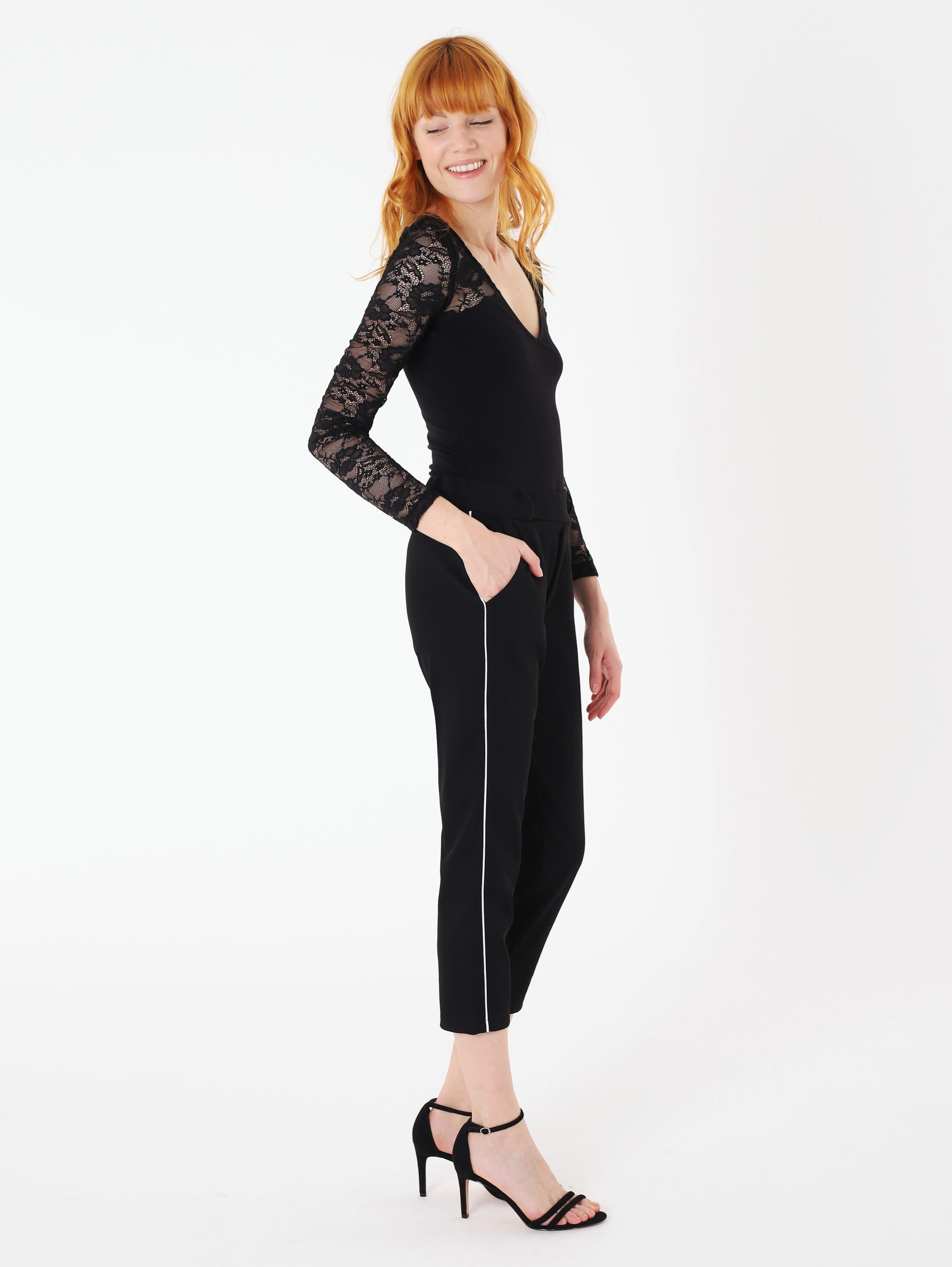 Pantaloni chinos neri Terranova a 19,99 euro