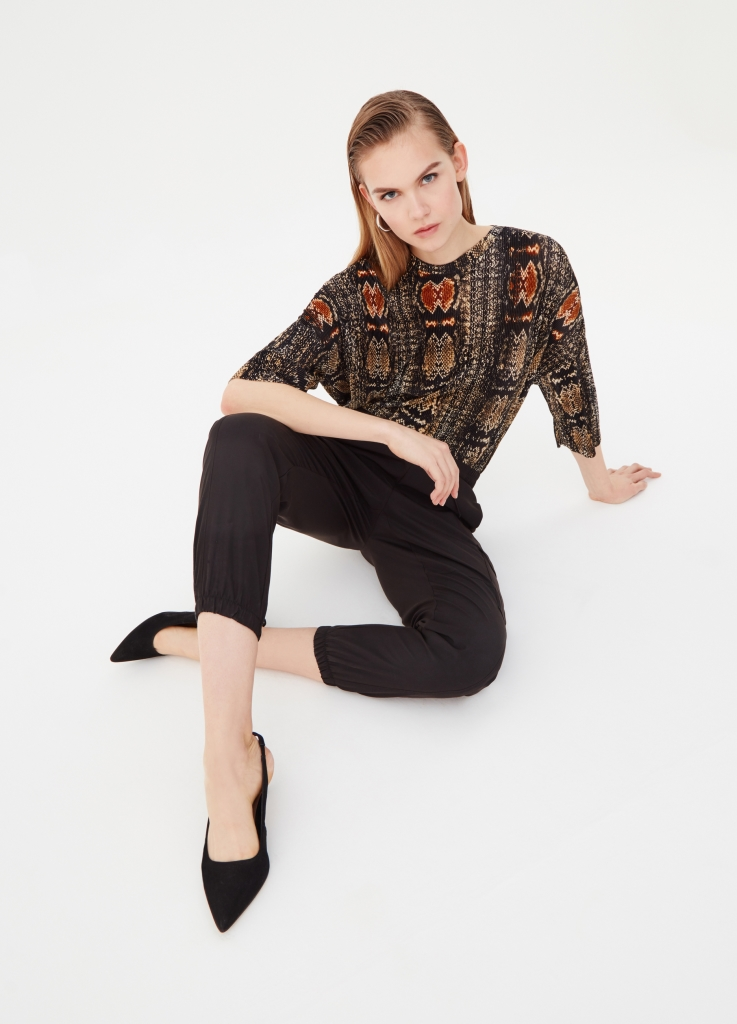 Pantaloni neri con elastici OVS a 29,99 euro