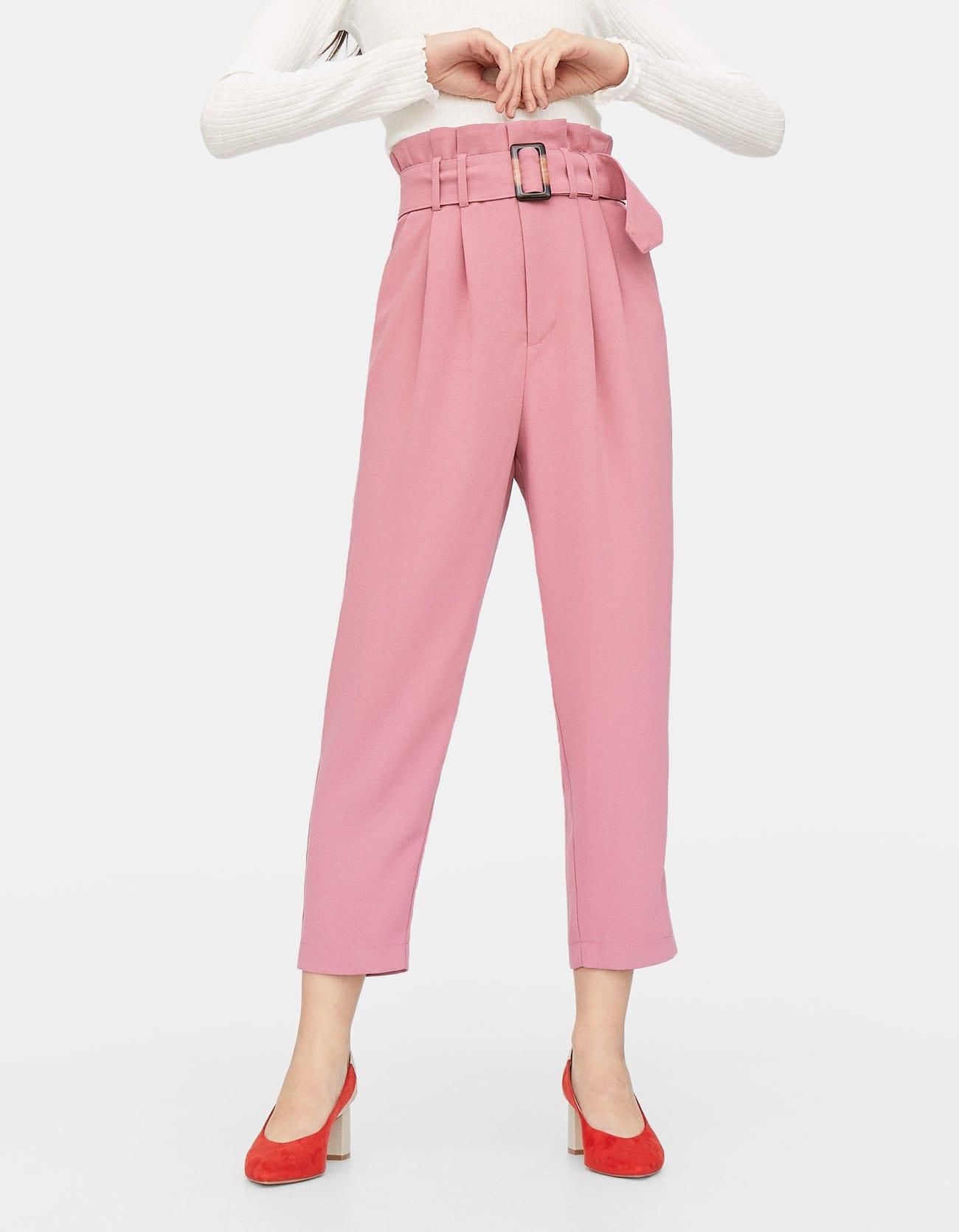 Pantaloni rosa con vita paper bag a 29,99 euro