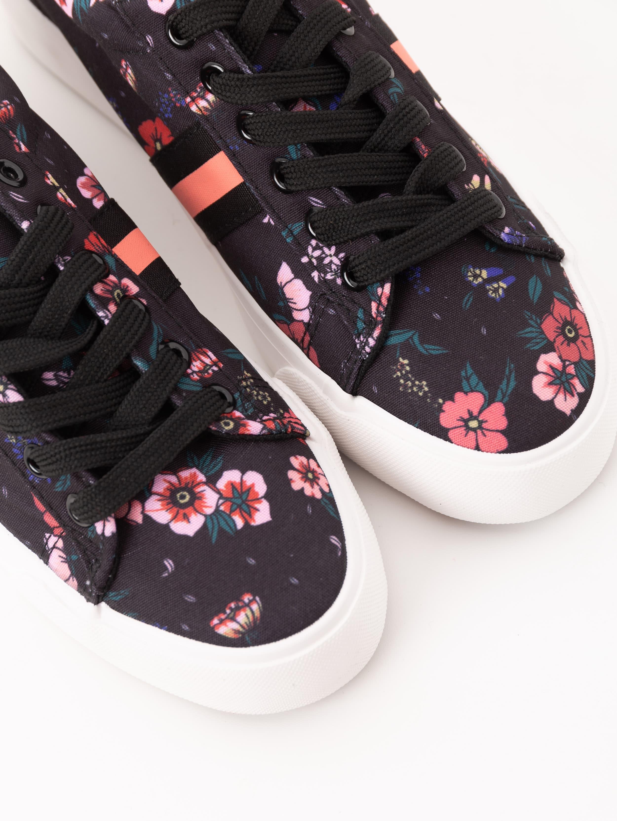 Sneakers a fiori Terranova a 19,99 euro