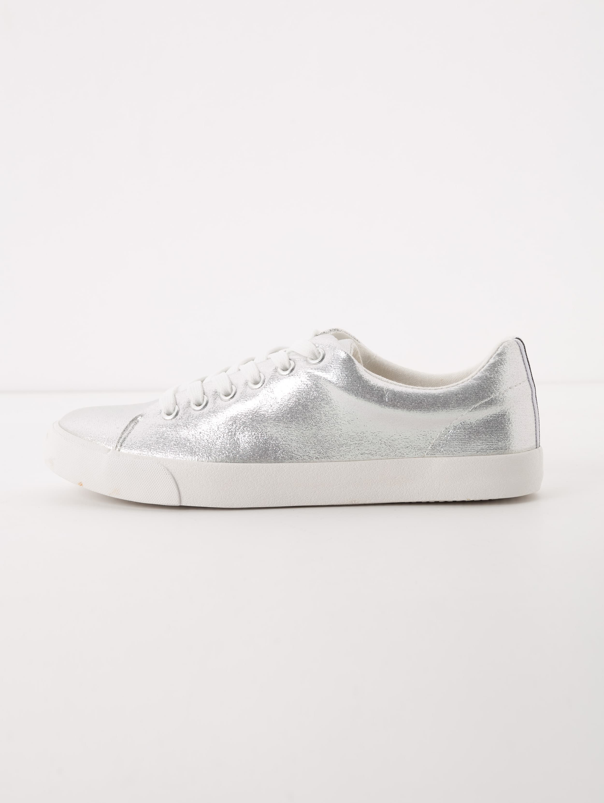 Sneakers argento Terranova a 19,99 euro