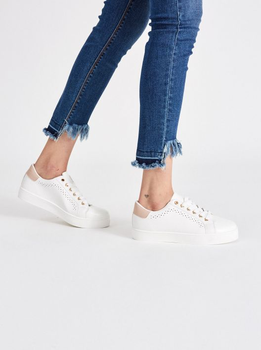 Sneakers bianche e rosa a 14,95 euro