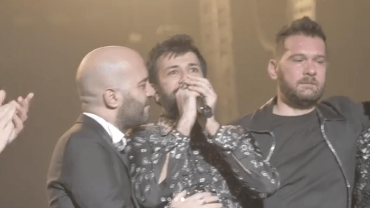 Negramaro, Lele Spedicato sale a sorpresa sul palco di Rimini