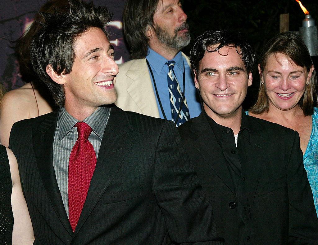 """Adrien Brody e Joaquin Phoenix partecipano alla prima mondiale di """"The Village"""" il 26 luglio 2004 a New York City"""