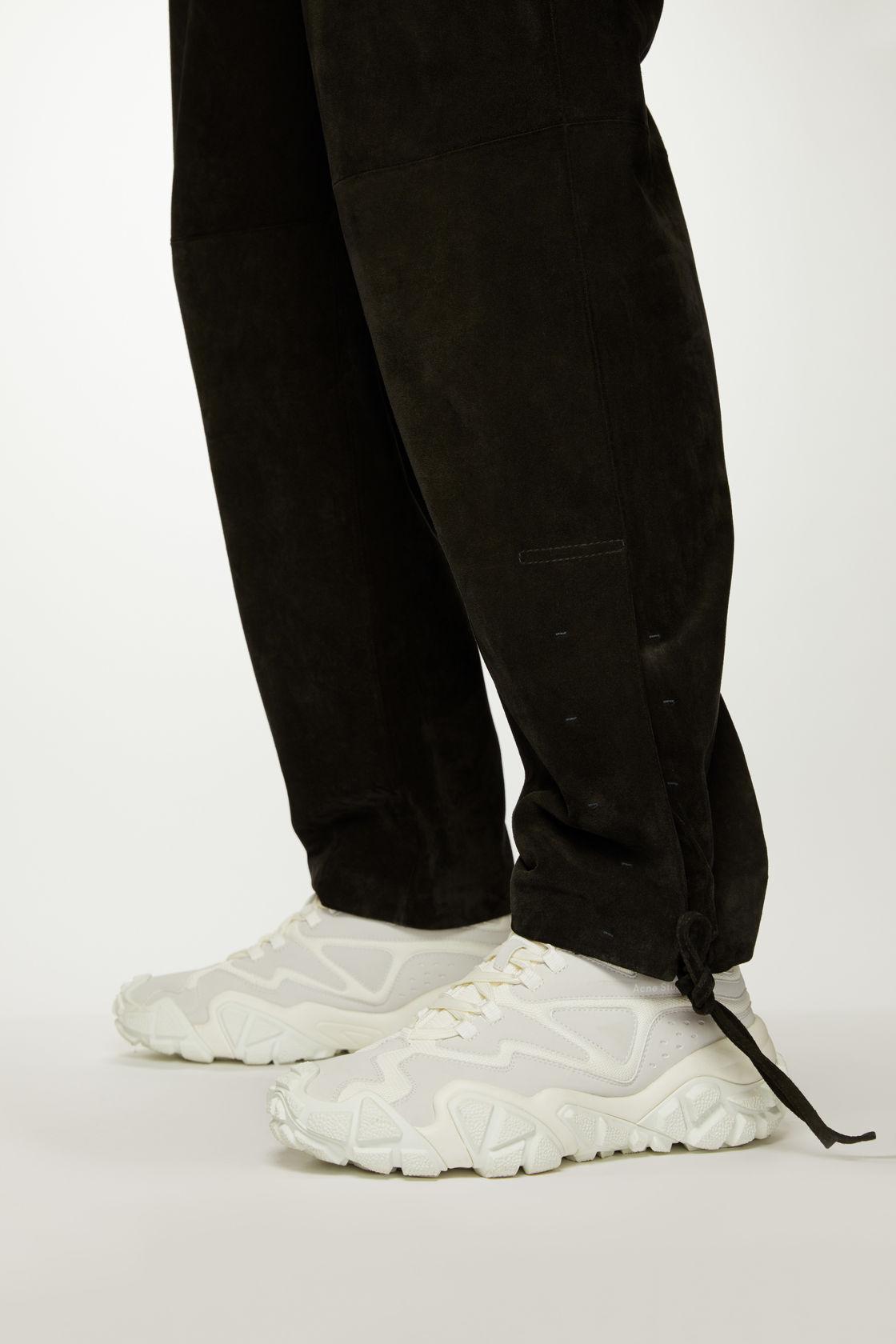 Scarpe bianche. Ma vorremmo anche altri colori di questo fantastico modello