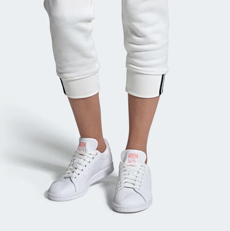 La versione con i dettagli verdi è fantastica, ma c'è qualcosa di particolarmente attraente in queste sneakers dai toni rosati