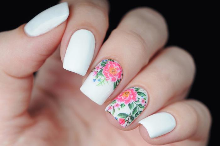 Decorazioni unghie floreali per la primavera