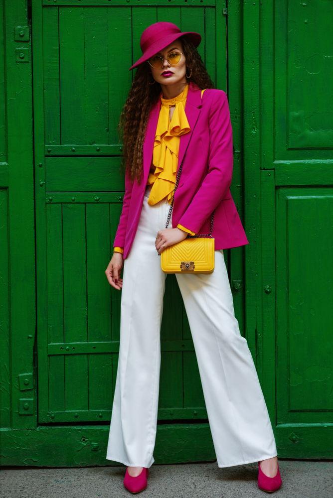 Pantaloni a palazzo bianchi, il nuovo trend primaverile