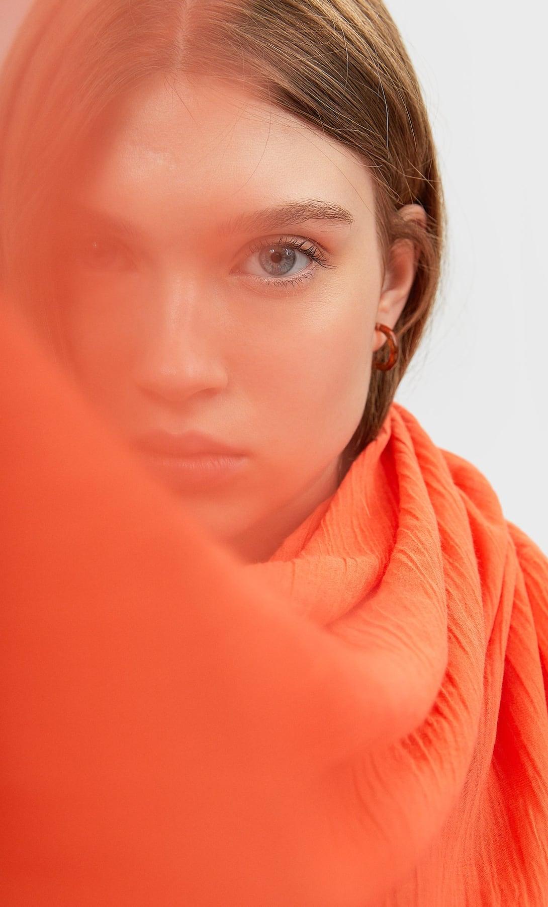 Foulard Arancione. Prezzo: 12,99
