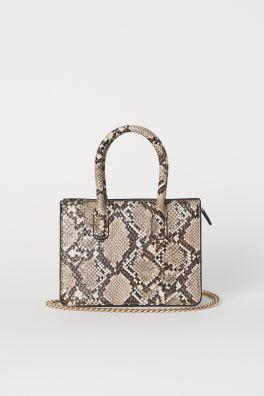 Minibag quadrata pitonata. Prezzo: 24,99 euro