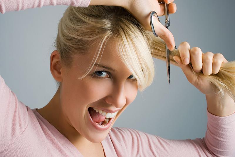 Tagliarsi i capelli da sole