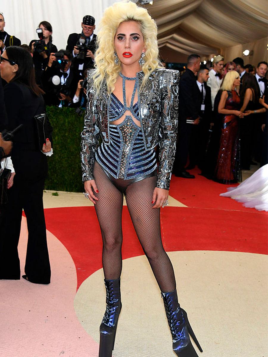 Lady Gaga con zeppe altissime