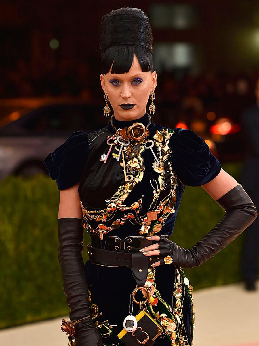 Katy Perry con una collana di chiavi