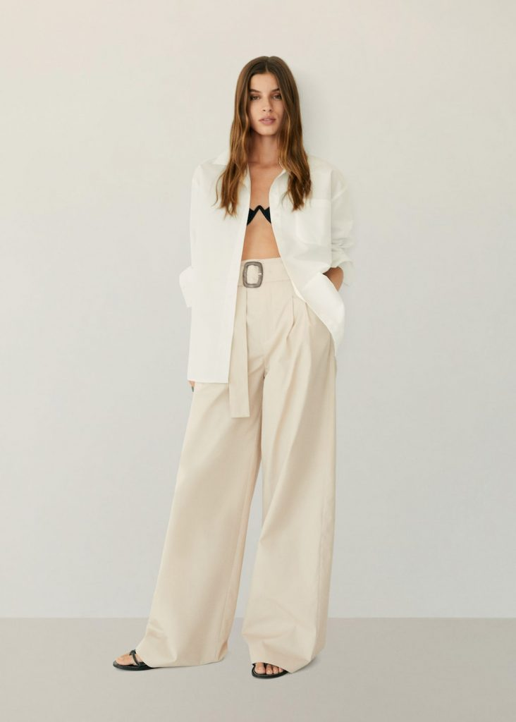 Pantaloni panna a palazzo e blazer bianco