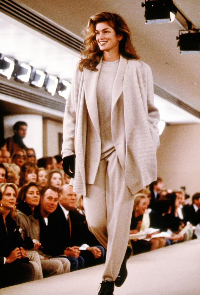 Cindy Crawford con un look dal taglio maschile