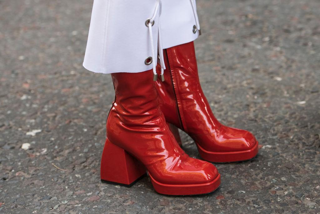 Look autunno 2020 scarpe a punta quadrata
