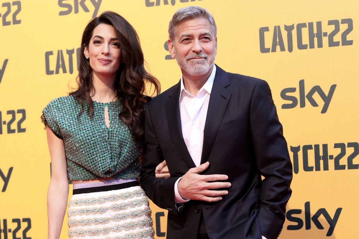 Amal Alamuddin e George Clooney su un red carpet a maggio 2020