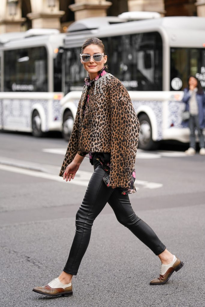 Leggings pelle giacca leopardata stringate Olivia Palermo
