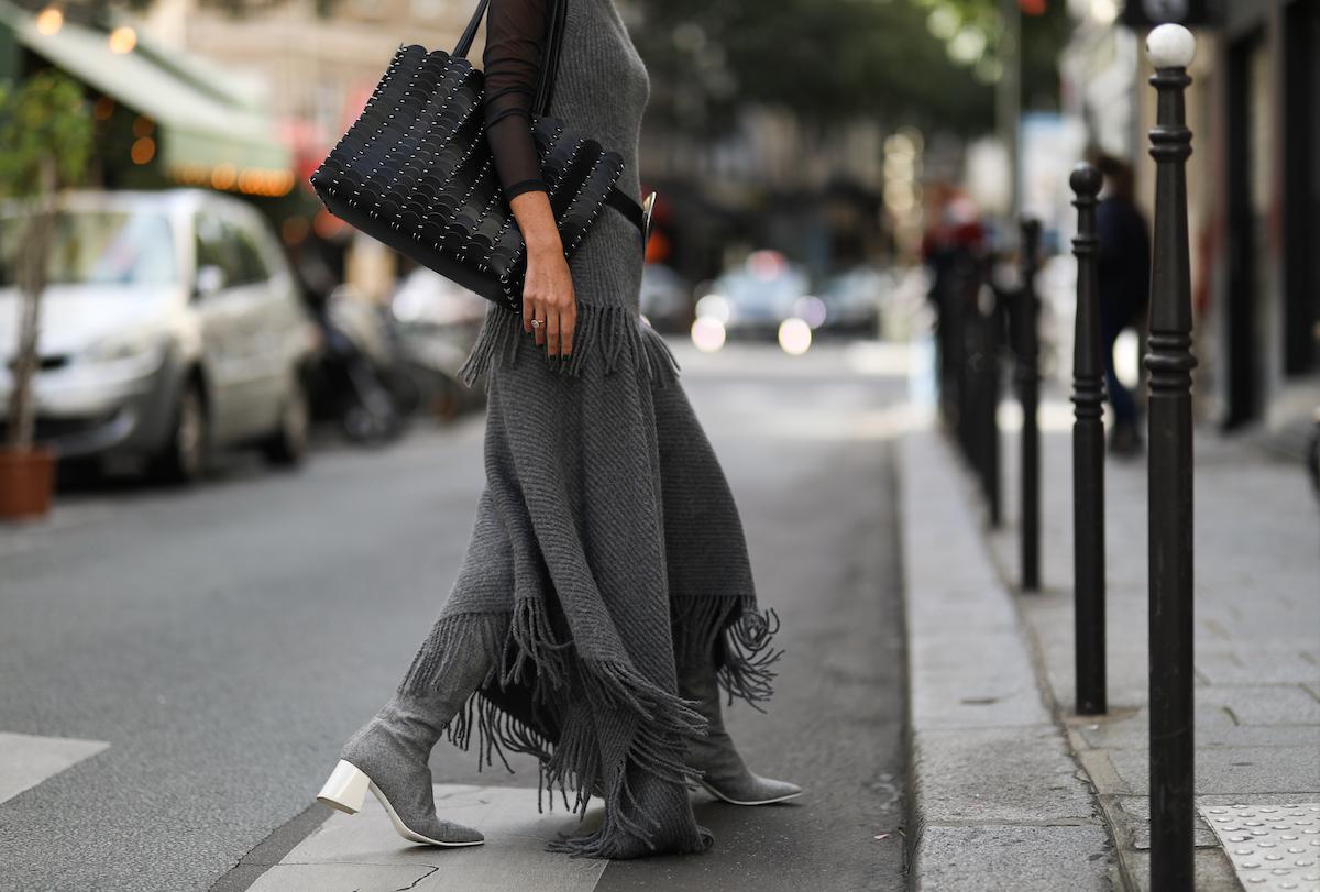 abito lana grigio strada