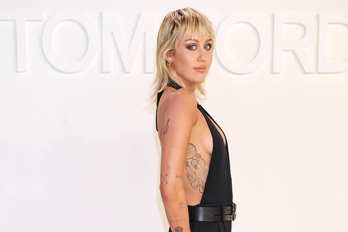 Miley Cyrus diavoletta e senza veli nel libro di Vijat Mohindra