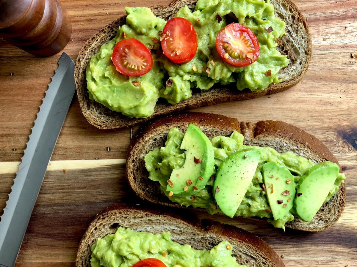 Bruschetta di avocado e pomodoro