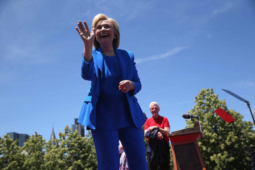 Abito blu Hillary Clinton