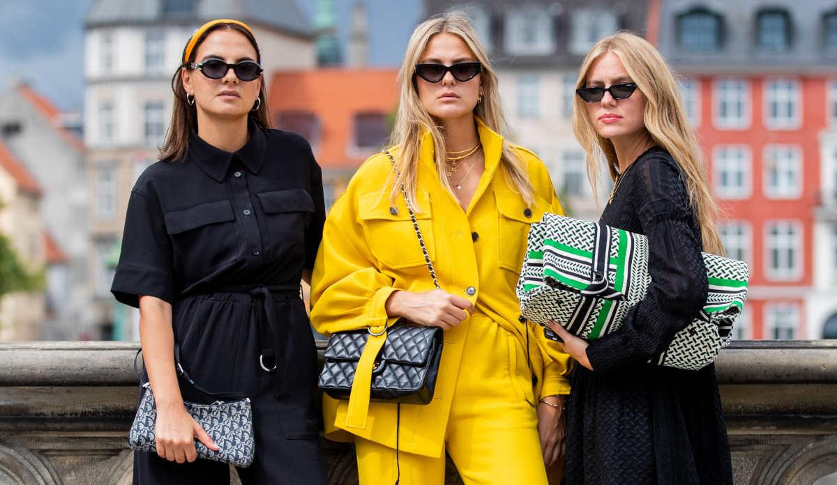 Donne con borse di tendenza per l'inverno 2021