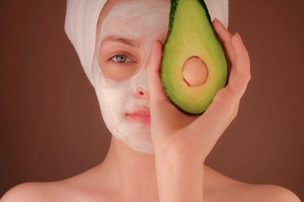 maschera all'avocado per capelli