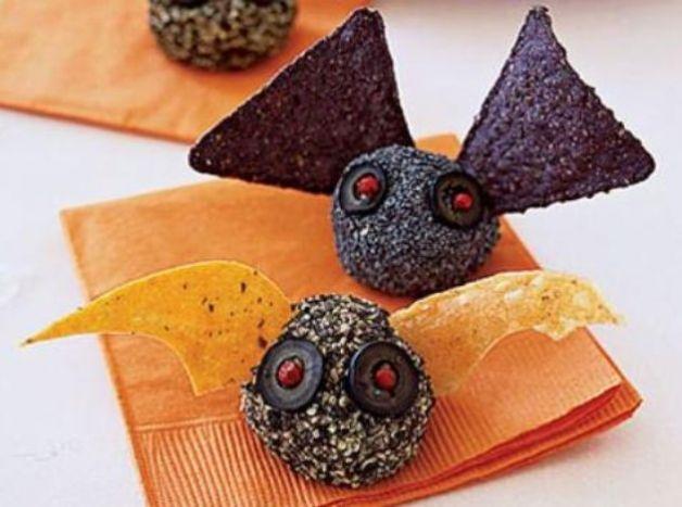 Antipasti per Halloween la ricetta dei pipistrelli di caprino