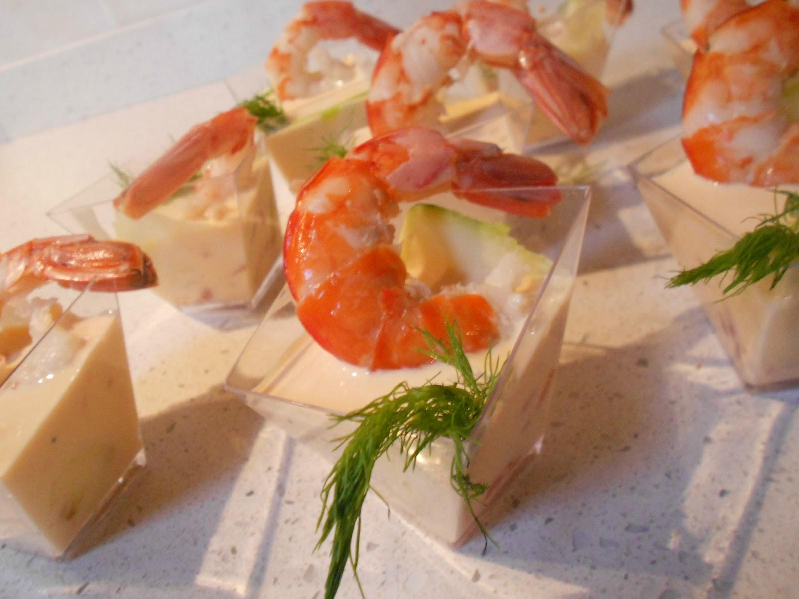 Bicchierini con salmone e gamberi