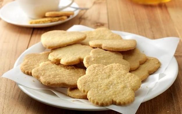 Biscotti semplici con pasta frolla
